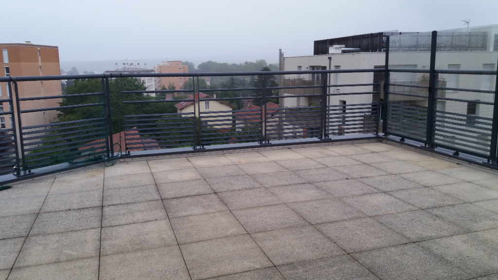 A LOUER CALUIRE T4 103 m² 65 Rue Pasteur avec terrasse et parking en sous sol